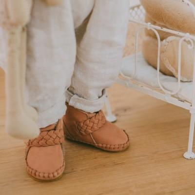 Foto van Donsje handmade leather shoes Walnut Nubuck Mace