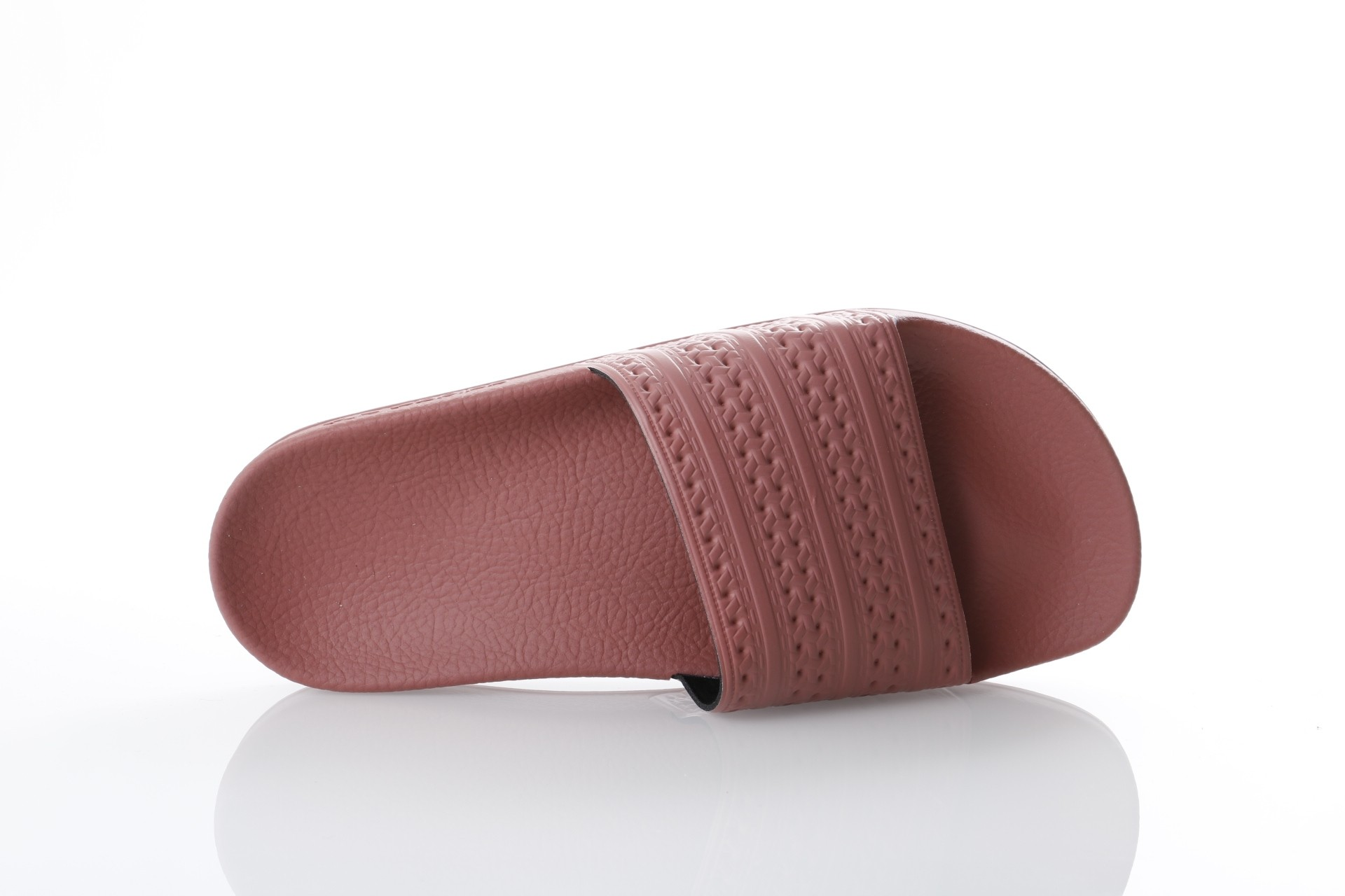 Foto van Adidas Originals CQ2236 Slide sandal Adilette Grijs