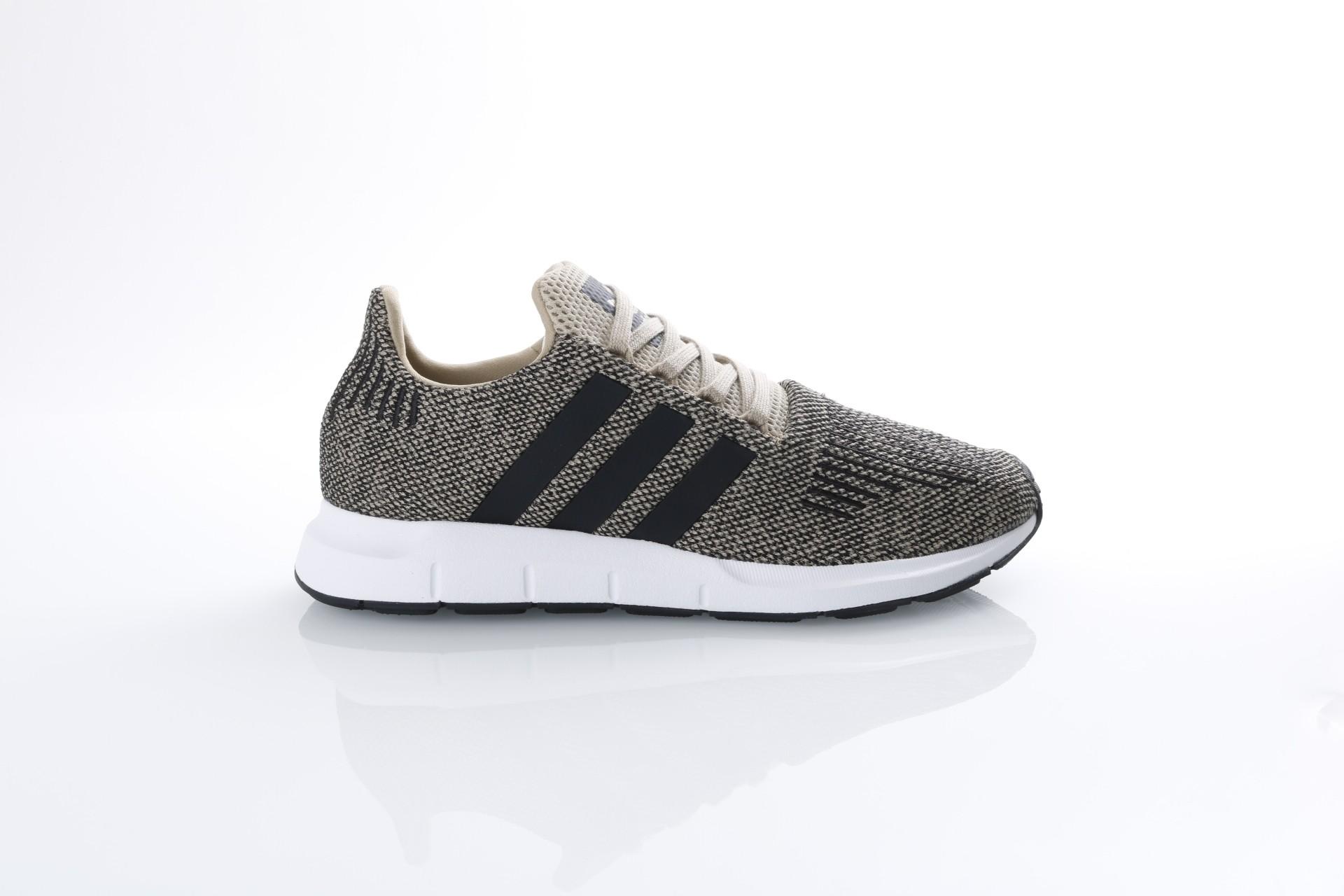 Foto van Adidas Originals CQ2117 Sneakers Swift run Goud