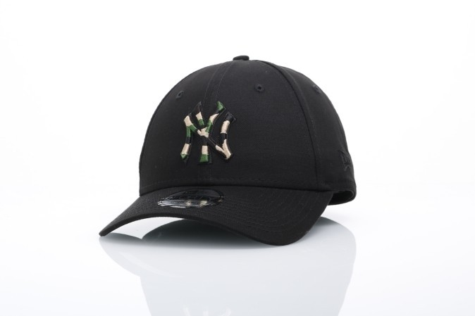 Foto van New Era 11506317 Dad cap League essential 940 NY Yankees Zwart