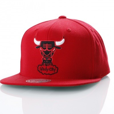 Mitchell & Ness NZ979 Snapback cap Wool solid Chicago Bulls Rood