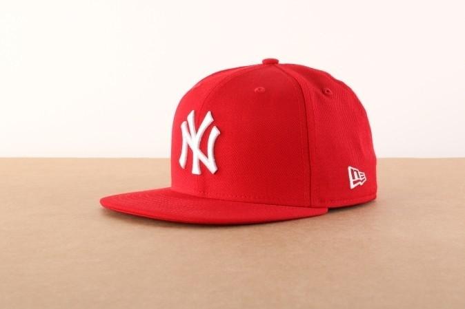 Foto van New Era 10011573 Fitted cap MLB basic NY Yankees Rood
