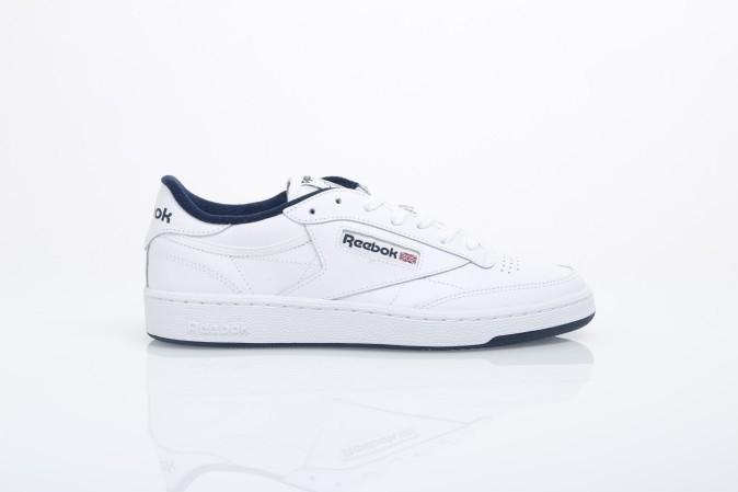 Foto van Reebok AR0457 Sneakers Club c 85 Wit