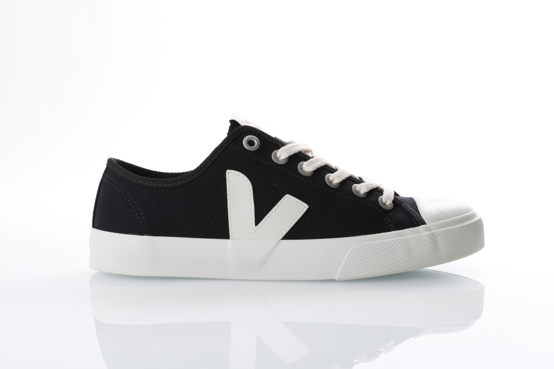 Foto van Veja WT011347 Sneakers Wata Zwart