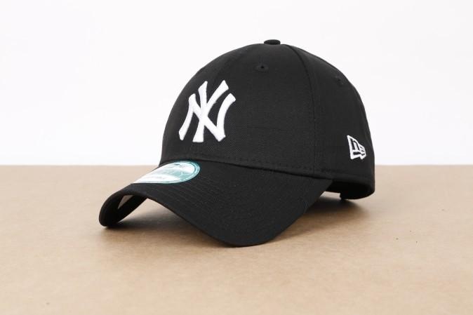 Foto van New Era 10531941 Dad cap 9Forty league basic NY Yankees Zwart