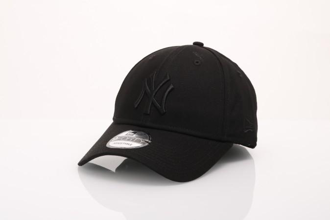 Foto van New Era 80468932 Dad cap MLB league essential 940 NY Yankees Zwart
