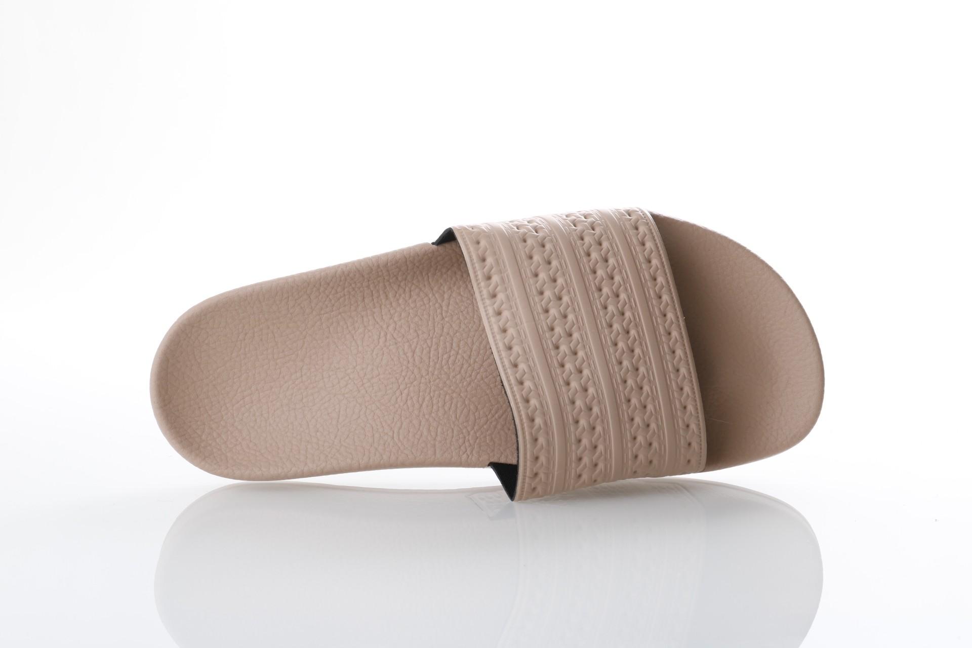 Foto van Adidas Originals CQ2235 Slide sandal Adilette Grijs