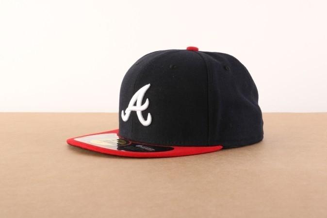 Foto van New Era 10010240 Fitted cap Authentic Atlanta Braves Blauw