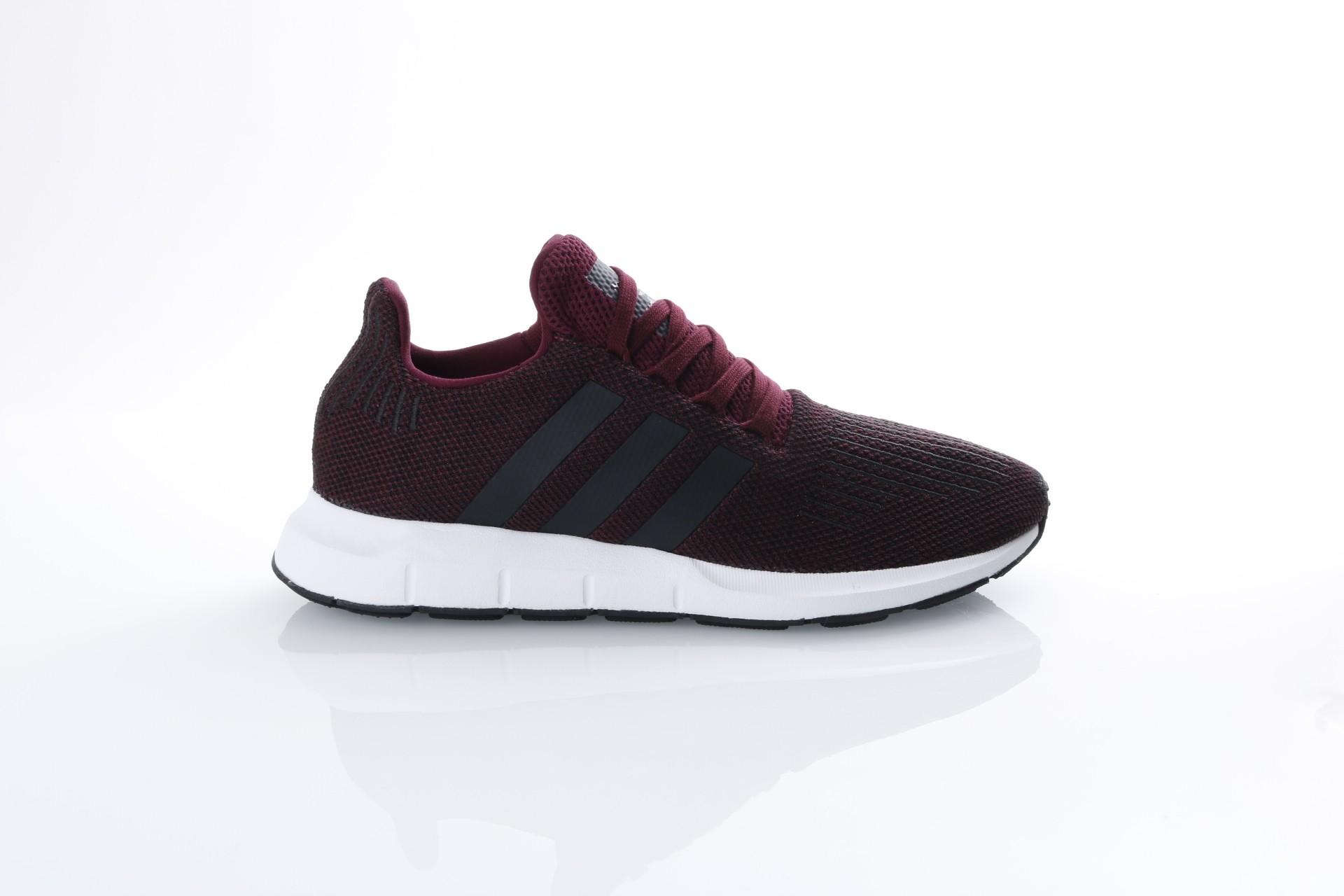 Foto van Adidas Originals CQ2118 Sneakers Swift run Bruin