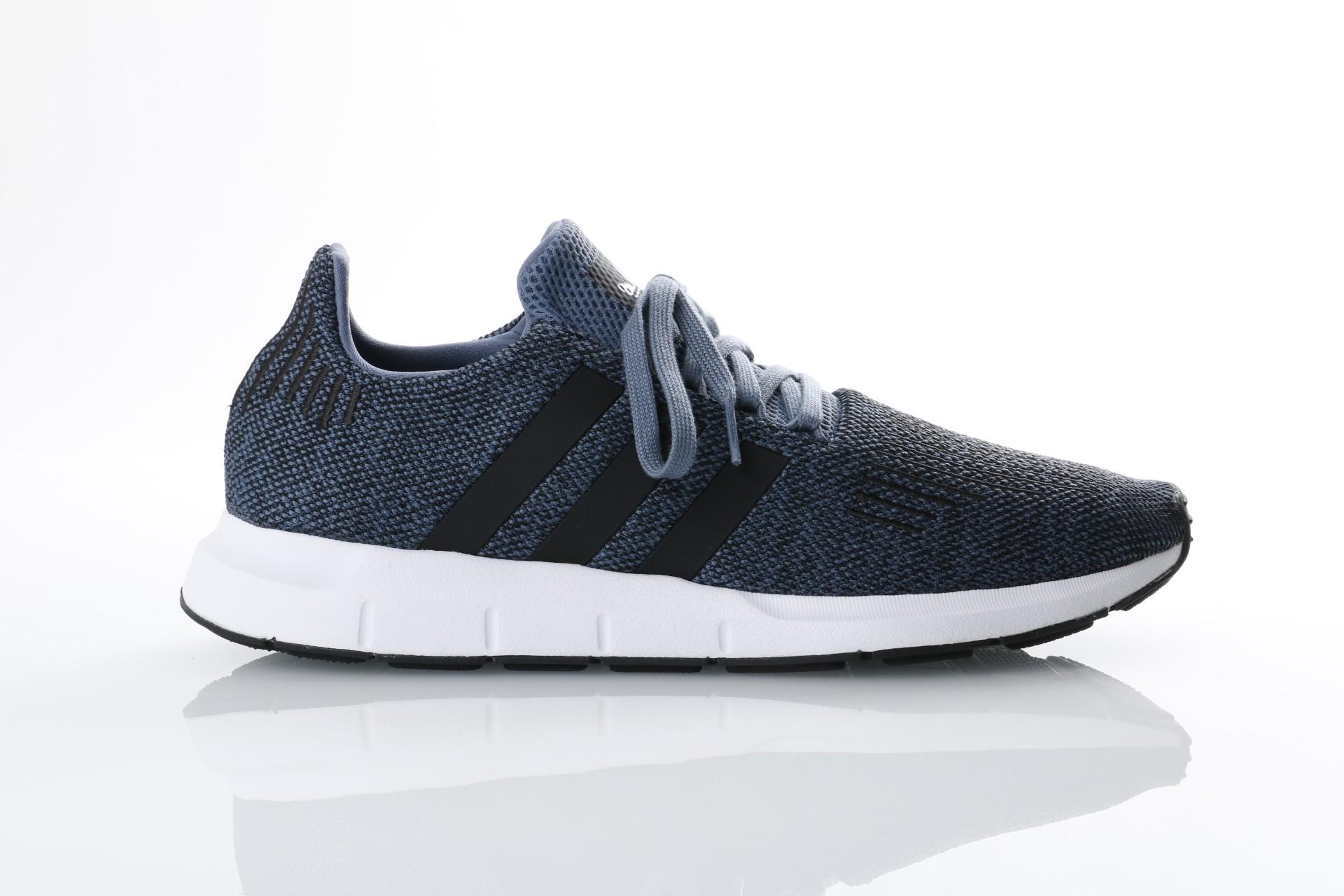 Foto van Adidas Originals CQ2120 Sneakers Swift run Grijs