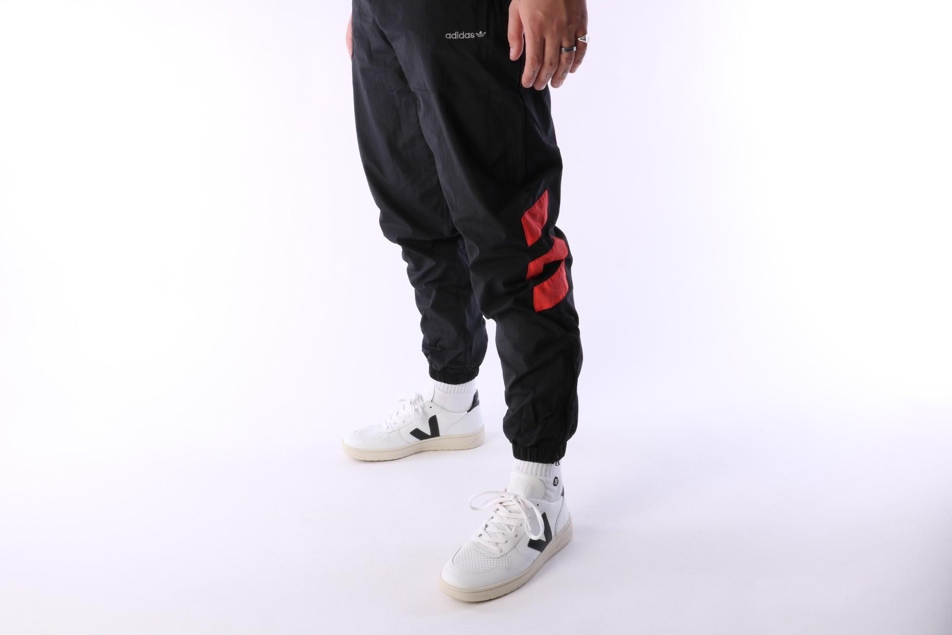 Foto van Adidas Originals CW4989 Trackpant Tironti Zwart