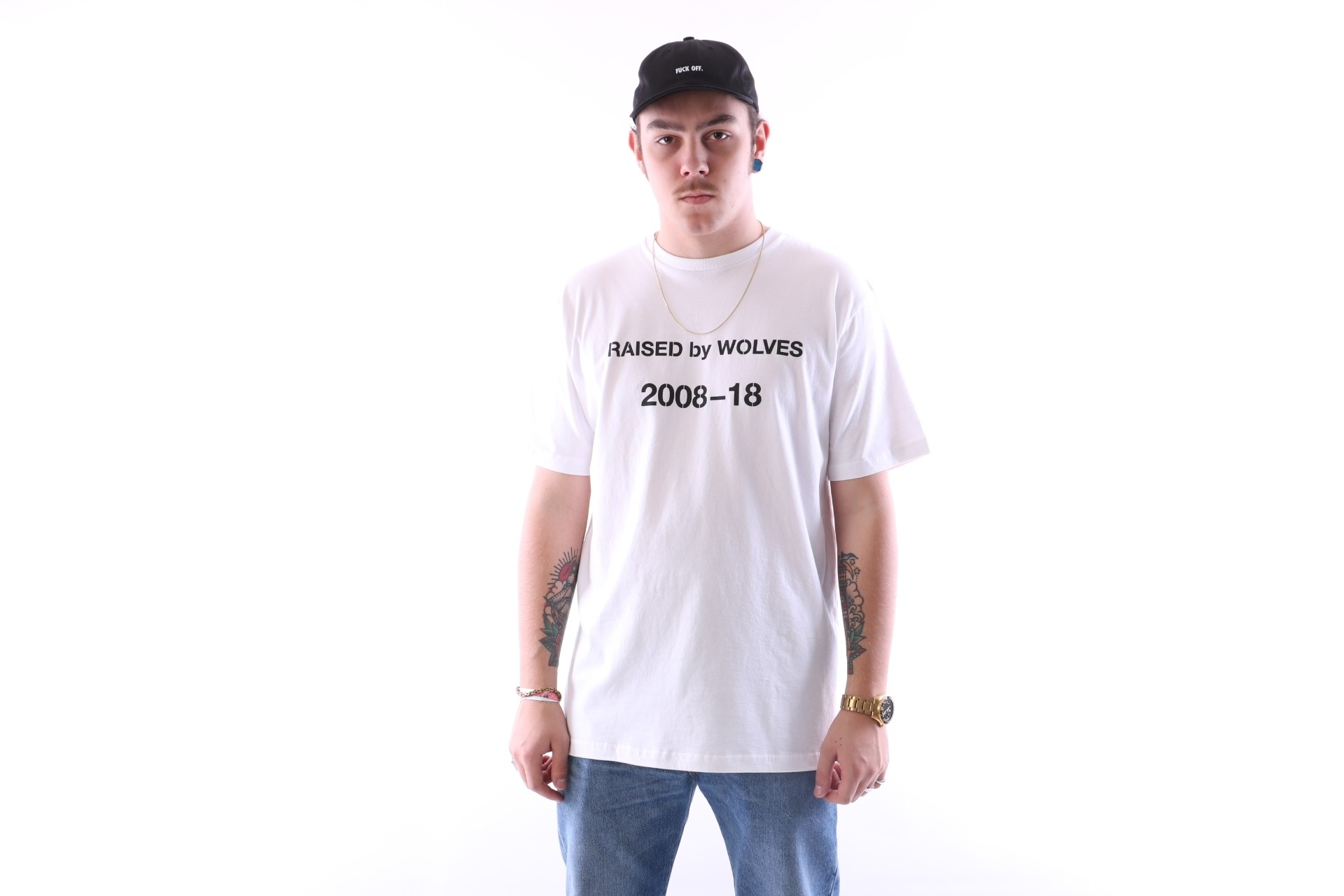 Foto van raised by wolves decade t-shirt White Jersey