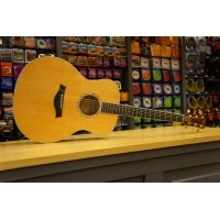 Foto van Taylor GS6e Solid spruce top solid big leaf maple back and sides incl. hardcase